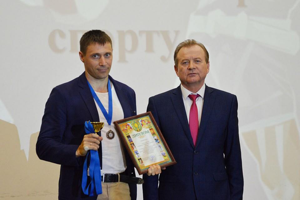 Награждение победителей (фото: из архива администрации Октябрьского района)