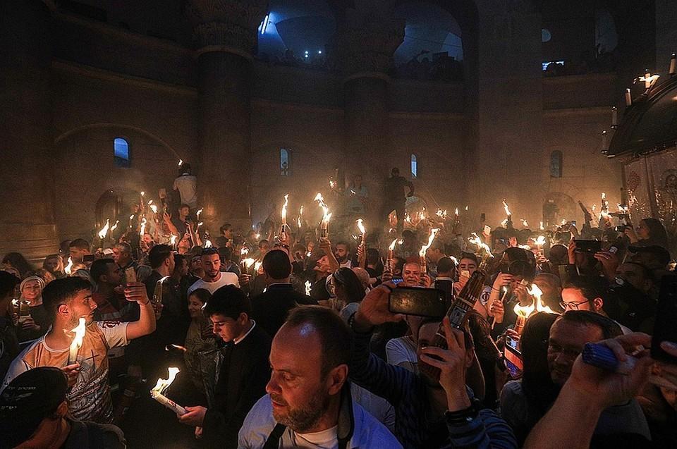 В Иерусалиме сошел Благодатный огонь. Фото: Владимир Смирнов/ТАСС