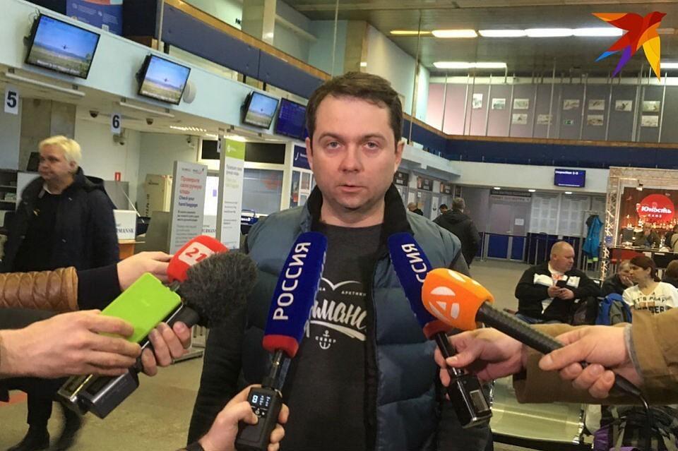 В аэропорт Мурманска для встречи с родственниками пассажиров самолета, совершившего аварийную посадку в аэропорту Шереметьево, прибыл врио губернатора Заполярья Андрей Чибис.