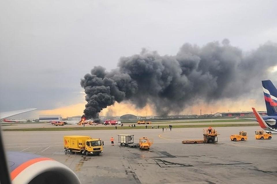 Самолет Москва - Мурманск загорелся при посадке.