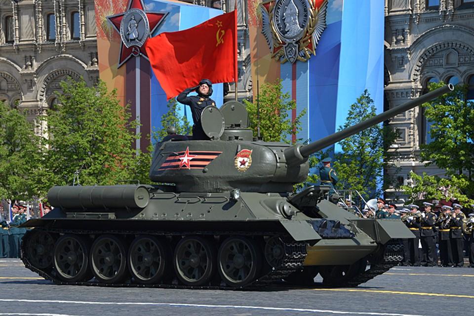 На Красной площади в Москве проходит парад в честь Дня Победы в Великой Отечественной войне
