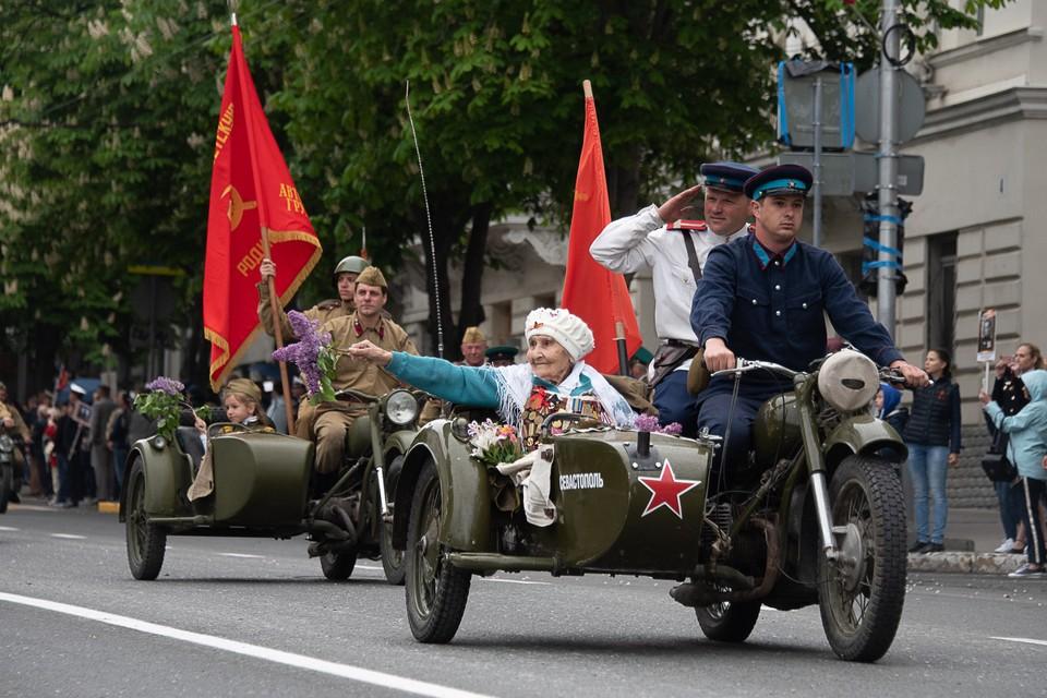Каждый год в Севастополе в параде принимает участие советская техника