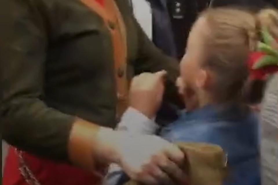 На Украине девочку довели до слез из-за советской символики