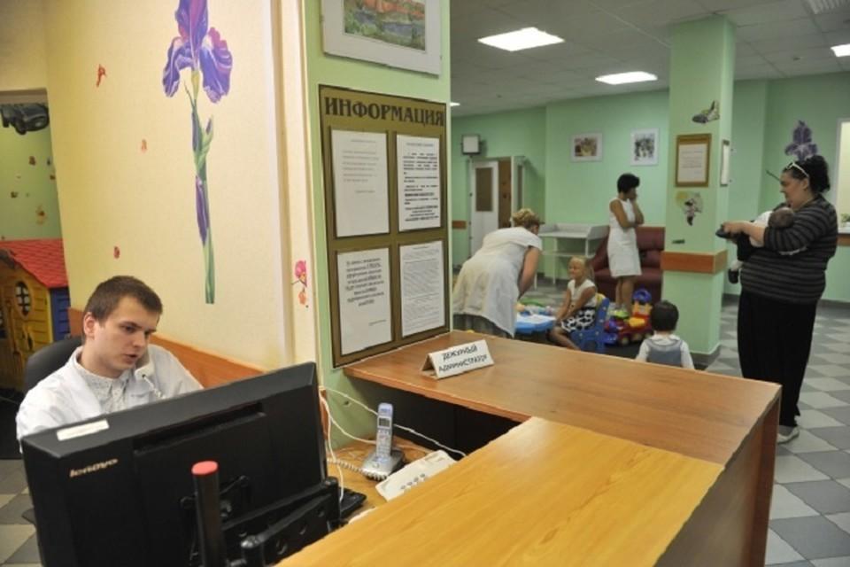 В Москве двухлетнюю девочку мама намеренно забыла в детской поликлинике