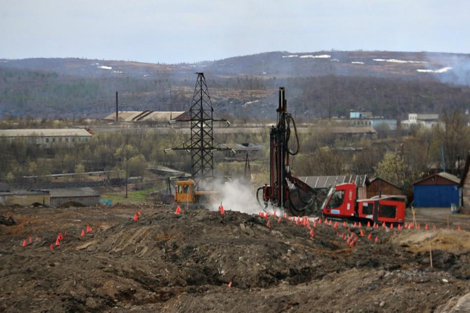 Близлежащие дома могут не пережить строительных работ на площадке из-за трещин в стенах. Фото: citysever.ru.