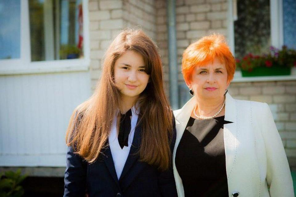 Алина живет с бабушкой Татьяной Черниной, которой первой и позвонили врачи.