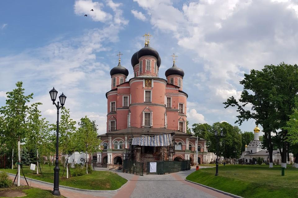 Последние годы большие реставрационные работы идут в Донском монастыре.