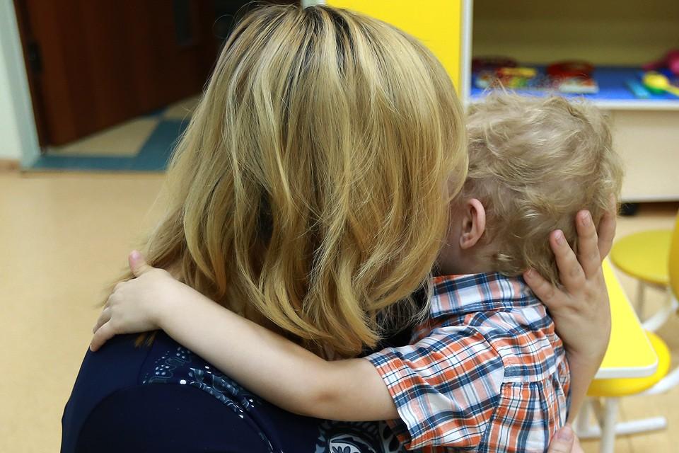 В Люберцах женщина оставила в хостеле двух малышей.