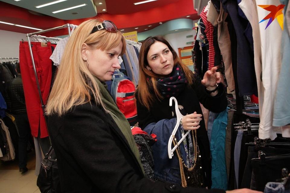 «Разве мы конкуренты?» В Беллегпроме хотят изучить, по каким правилам работают секонд-хенды