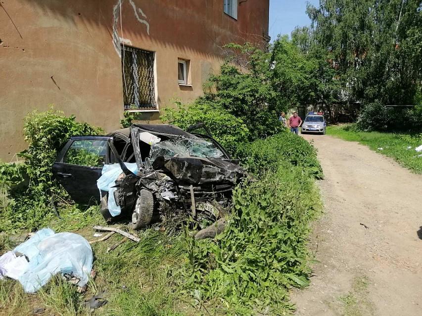 29f4c4eaccbf В Иванове «Гранта» влетела в дом: погибли четыре человека