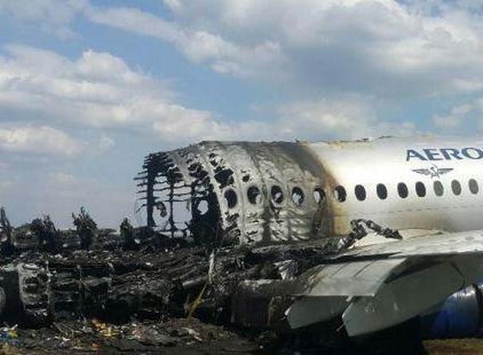 Самолет загорелся после жесткой посадки.