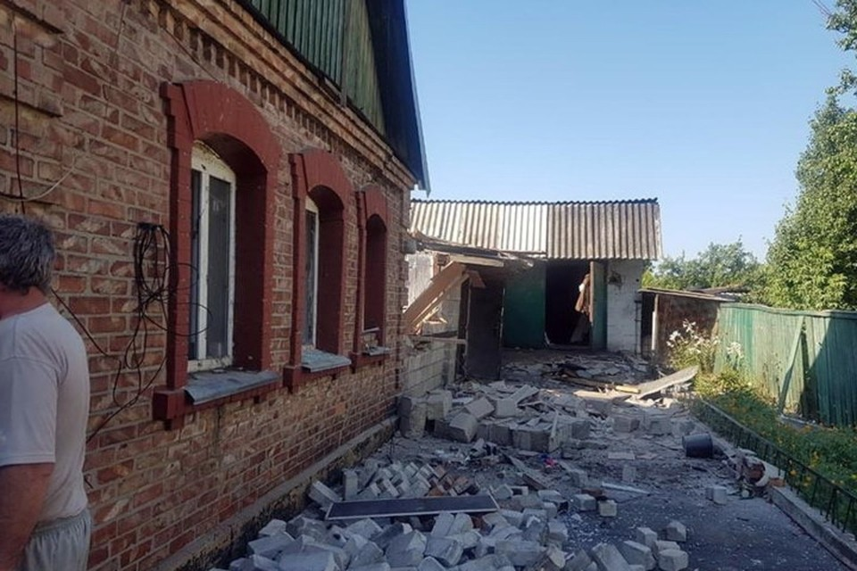 В Марьинке получили повреждения дома вблизи линии соприкосновения. Фото: НПУ в Донецкой области