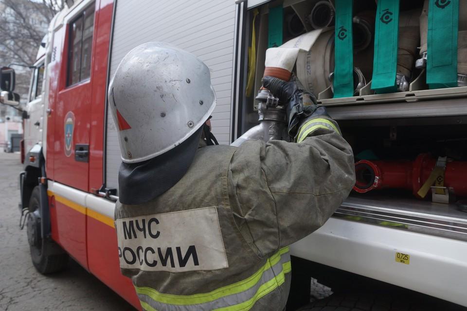 С огнем боролись 18 человек