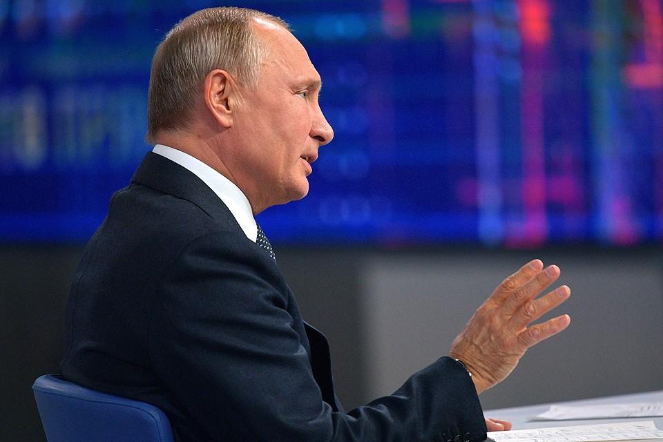 Президент России Владимир Путин отвечает на вопросы населения в ходе Прямой линии