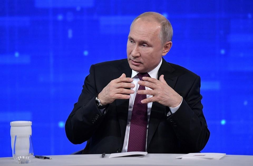 """Путин заявил, что поручит Скворцовой разобраться в ситуации с зарплатами в региональных """"скорых"""""""