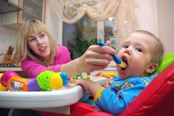 Роскачество исследовало детское питание: чего бояться родителям