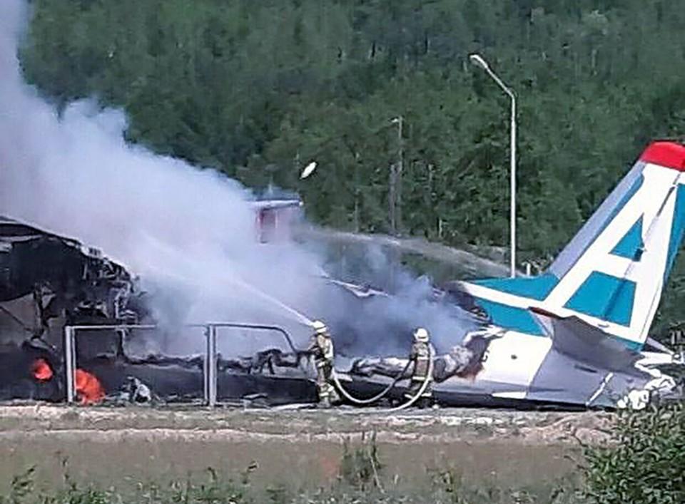 """""""Проблемы начались еще в полете"""": Жертвами крушения Ан-24 в Бурятии стали два пилота, 44 человека выжило."""