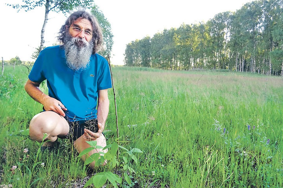 Замысел Олега Егоренкова - выращивать редкие растения в естественных условиях. Но чиновники и суды ему не верят.