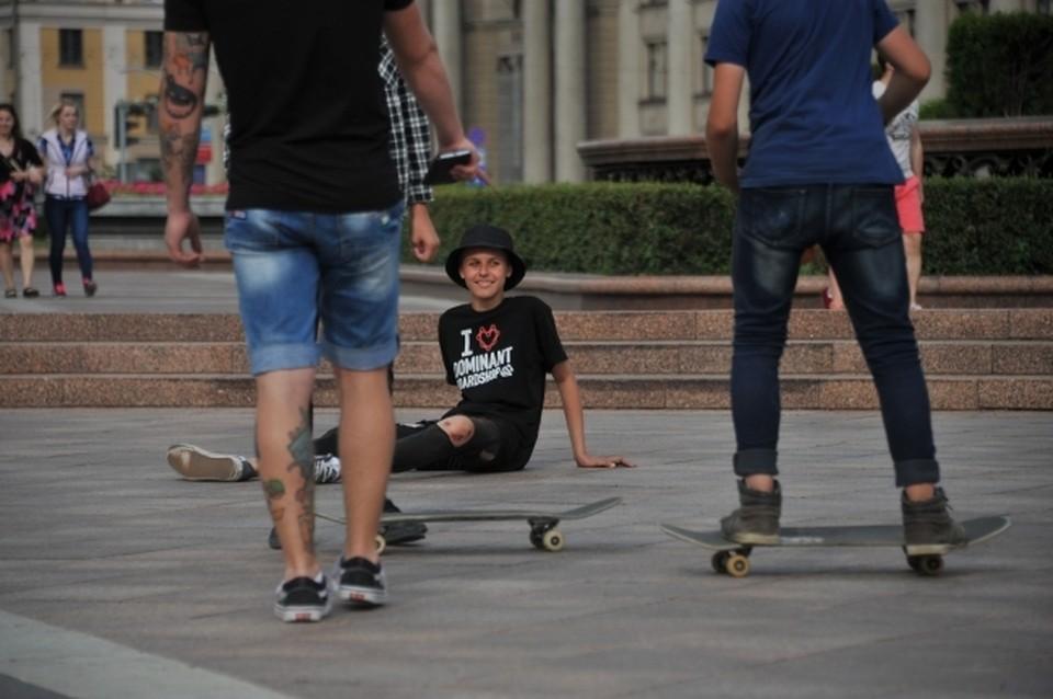 Скейтборд - отличное развлечение для людей и собак!