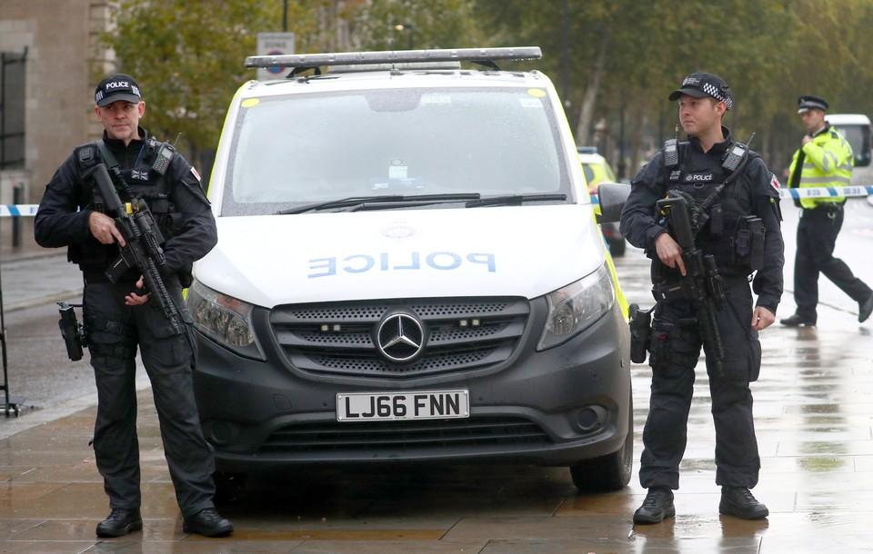 Полиция Великобритании расследует наезд на группу людей в Лондоне