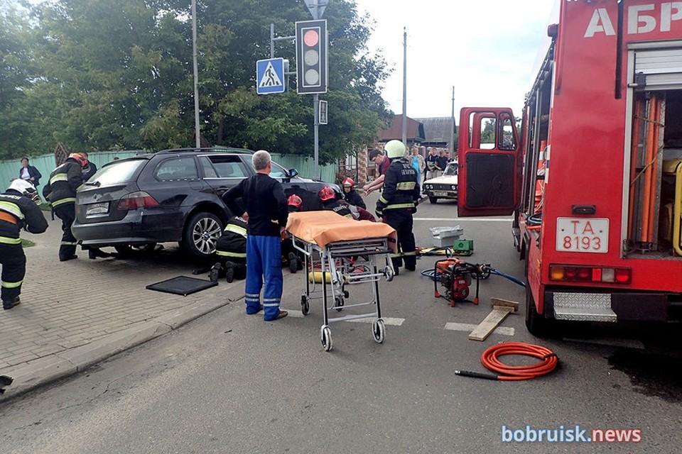 В Бобруйске BMW сбил женщину на тротуаре. Фото: komkur.info