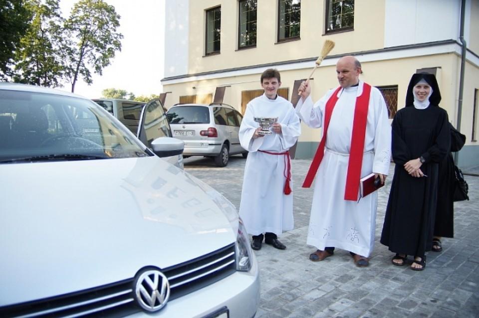 Сегодня в костелах освящают авто