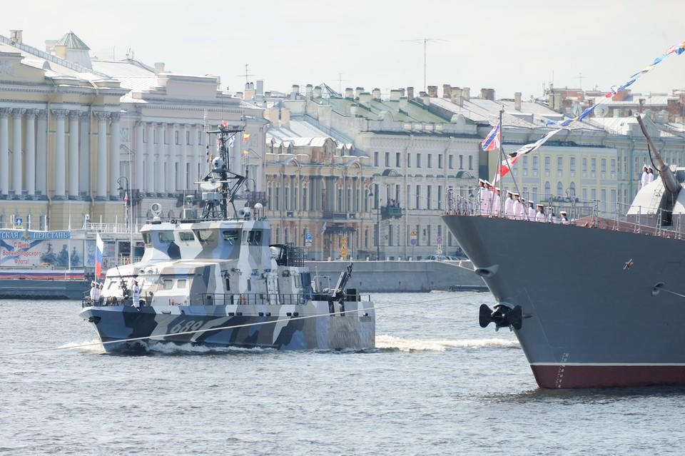 Во время репетиции Парада в честь Дня ВМФ на Неве.