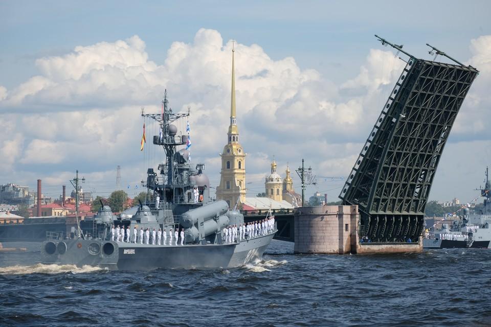 Прямая онлайн-трансляция Дня ВМФ в Санкт-Петербурге 28 июля 2019 года.