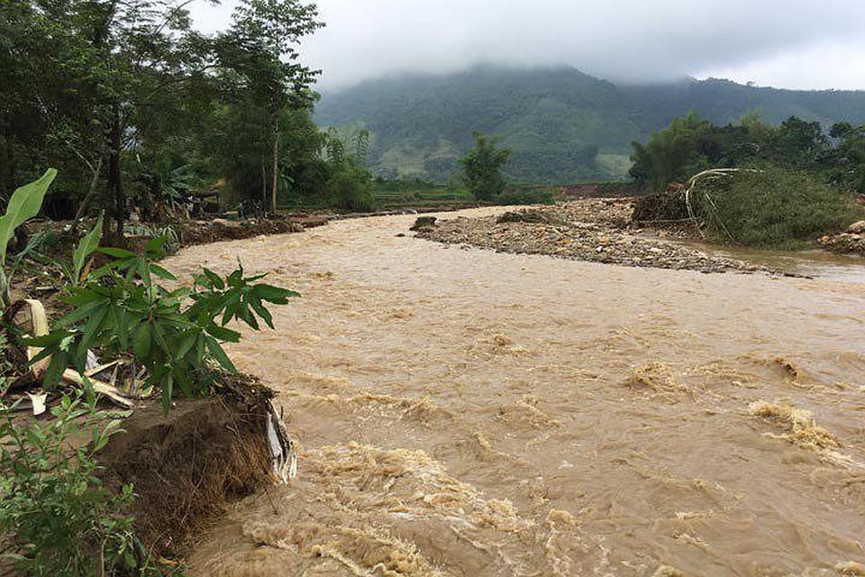Во Вьетнаме во время тропического шторма пропали 13 человек