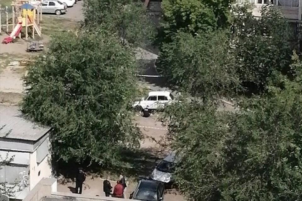 """Очевидцы сообщают, что на месте ЧП работают взрывотехники. Фото: группа """"Черное и Белое Магнитогорск""""/vk.com"""