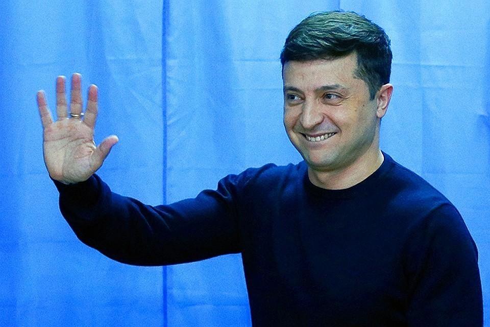Украинцы попросили Зеленского сделать доллар национальной валютой страны