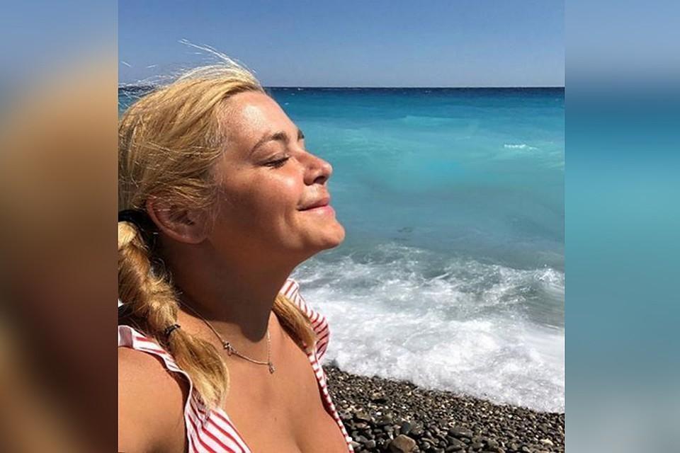 Ирина Пегова на Кипре поразила поклонников снимками без макияжа.