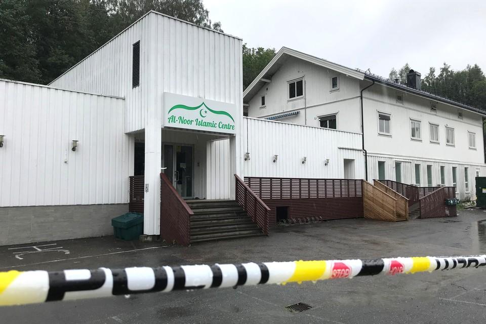 В пригороде Осло мужчина открыл стрельбу в мечети