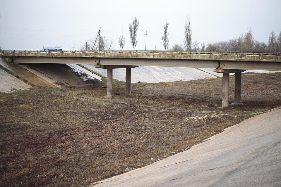 Так сейчас выглядит Северо-Крымский канал в Красноперекопске. Воды давно нет.