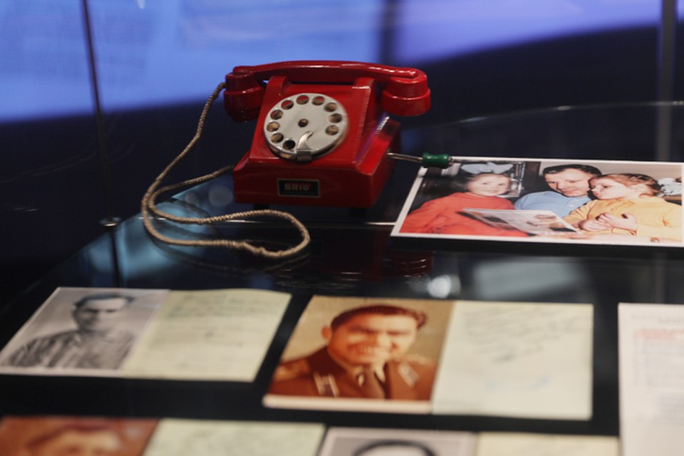 Игрушечный телефон, который дочери Юрия Гагарина подарили Главному конструктору Сергею Павловичу Королёву. Фото предоставлено Музеем космонавтики