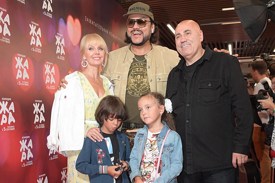 Одним из первых приехал Филипп Киркоров с сыном и дочерью