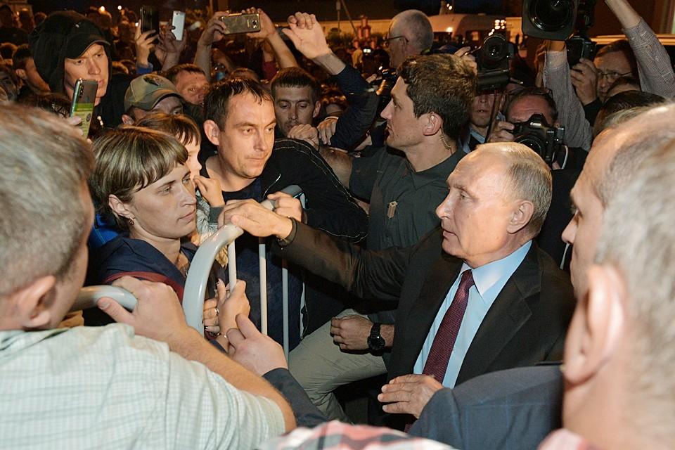 Kогда Владимир Путин вышел на встречу с жителями Тулуна, самые острые вопросы посыпались один за одним