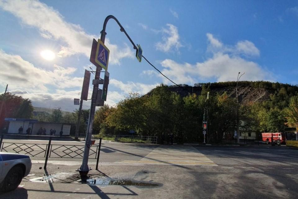Светофор в Коле заработал спустя четыре месяца после монтажа. Фото: ДТП ЧП Кола51