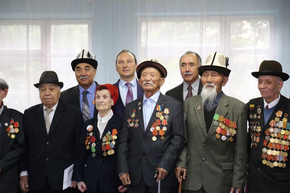 Ветеранам Великой Отечественной войны вручили юбилейные медали за освобождение Беларуси.
