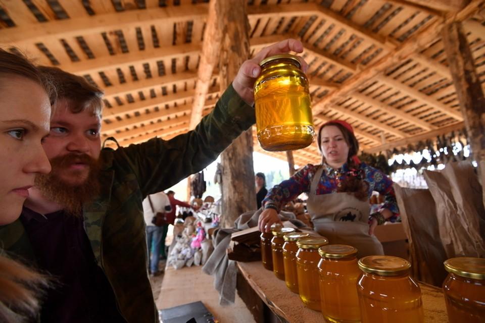 Мед лучше покупать на специальных ярмарках
