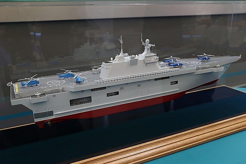 Макет российского десантного корабля-вертолетоносца