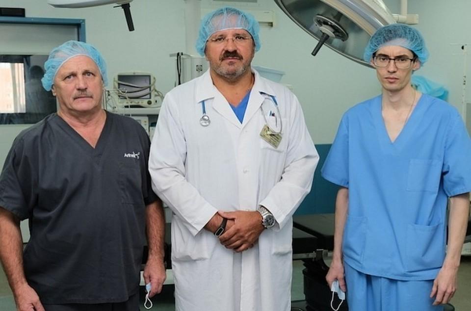 Врачи провели сложную операцию и спасли мальчику руку.