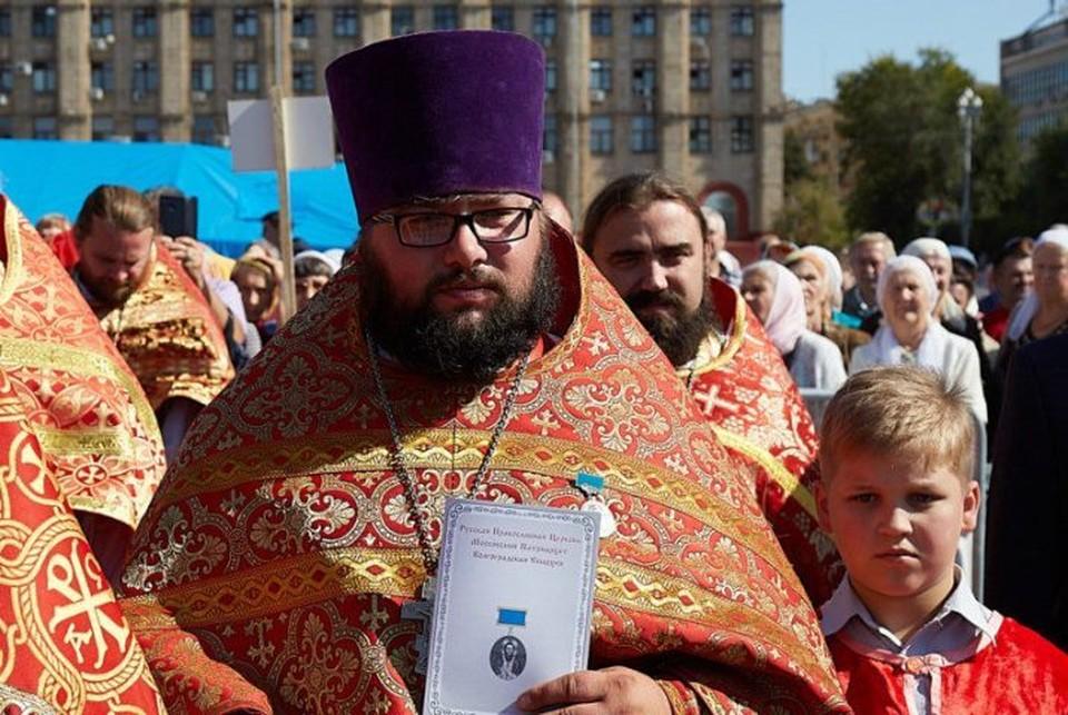 Сам батюшка себя героем вовсе не считает, говорит, подвиги - это их каждодневный труд. Фото Волгоградской епархии.