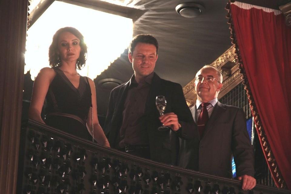Евгений Пронин (в центре) сыграл очень серьезного мужчину, с которым лучше не связываться.