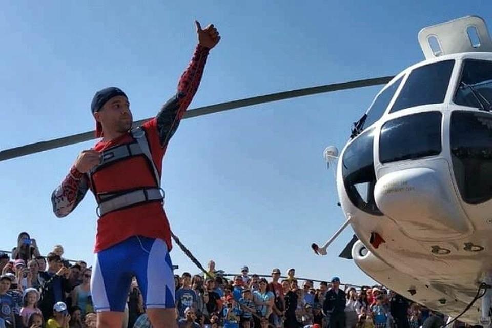 Железный человек: сибиряк сдвинул 13-тонный вертолет и установил мировой рекорд. Фото: сайт Реестра рекордов России.