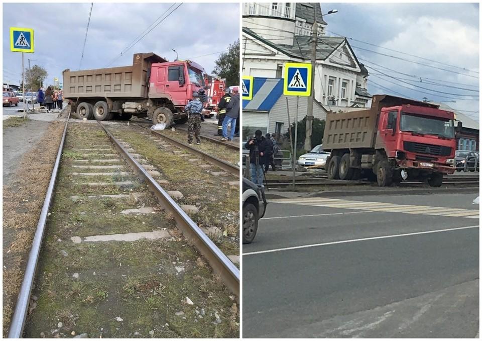 Грузовик вылетел на остановку в Челябинске.