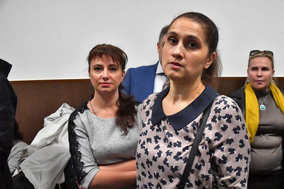 Аурелия Дундук (на переднем плане) в Басманном суде Москвы