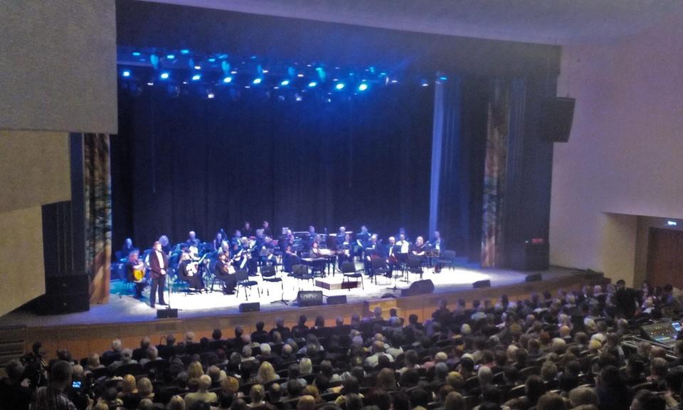 Праздничный вечер продолжил концерт маэстро.