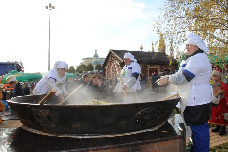 Повара приготовили почти 600 кг картофеля
