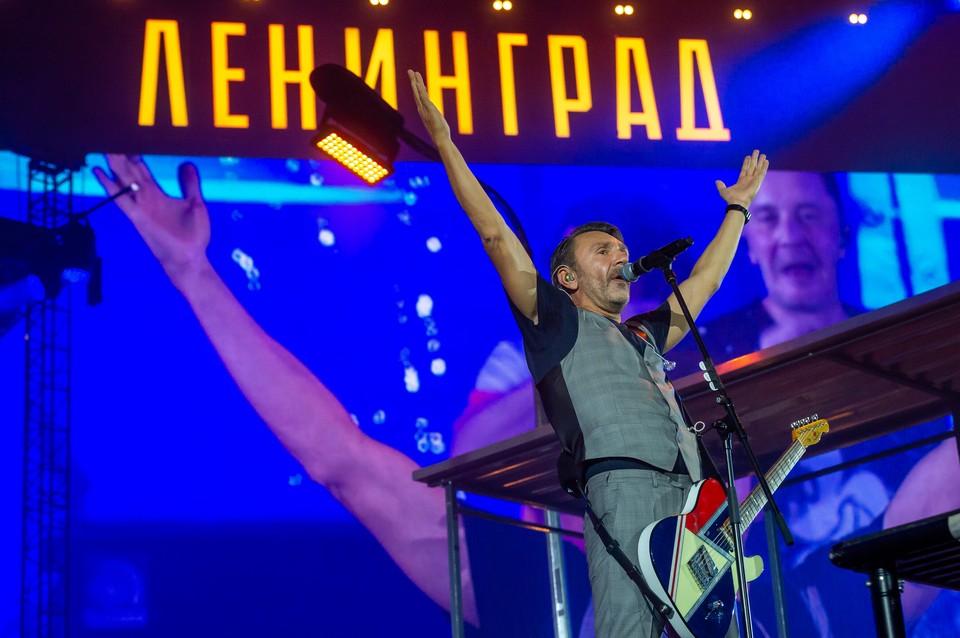 """Сергей Шнуров и группа """"Ленинград"""" прощаются с большой сценой."""